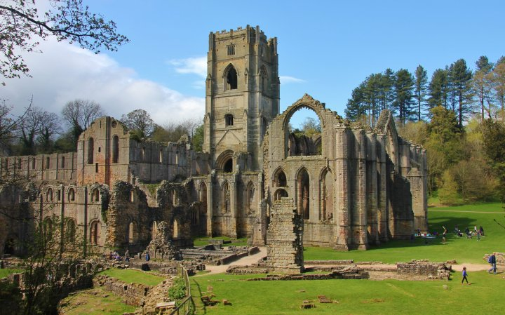 ruins_of_fountains_abbey